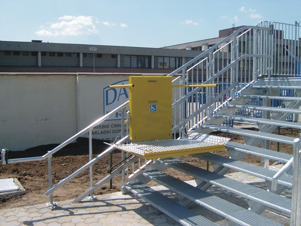 svislé schodišťové plošiny pro imobilní