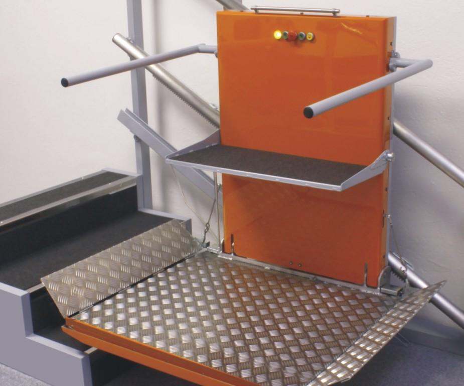 zvedací schodišťové plošiny pro vozíčkáře