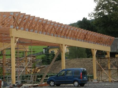 Lepené lamelové dřevo BSH oceníte při stavbě domu, chaty nebo penzionu.