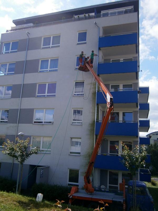 Čištění a mytí fasády panelového domu Liberec