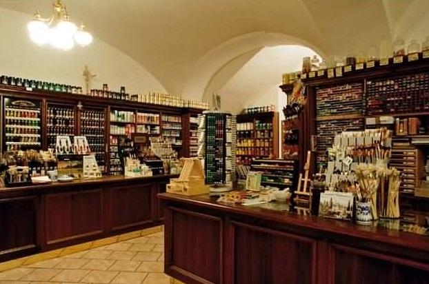 Obchod Zlatá loď najdete v centru Prahy, v pasáži Platýz.