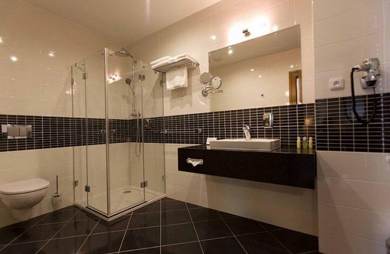 K pokoji samozřejmě náleží velká koupelna
