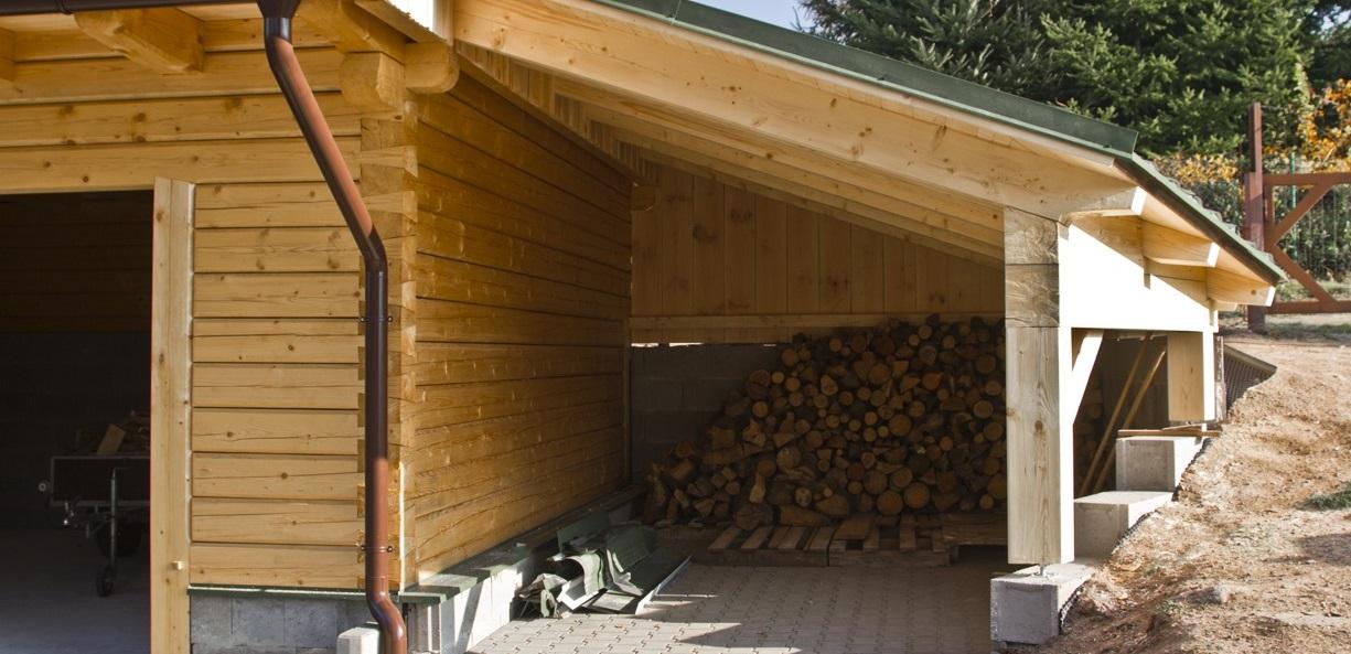 Poradíme si i se stavbou altánů, pergol a přístřešků.