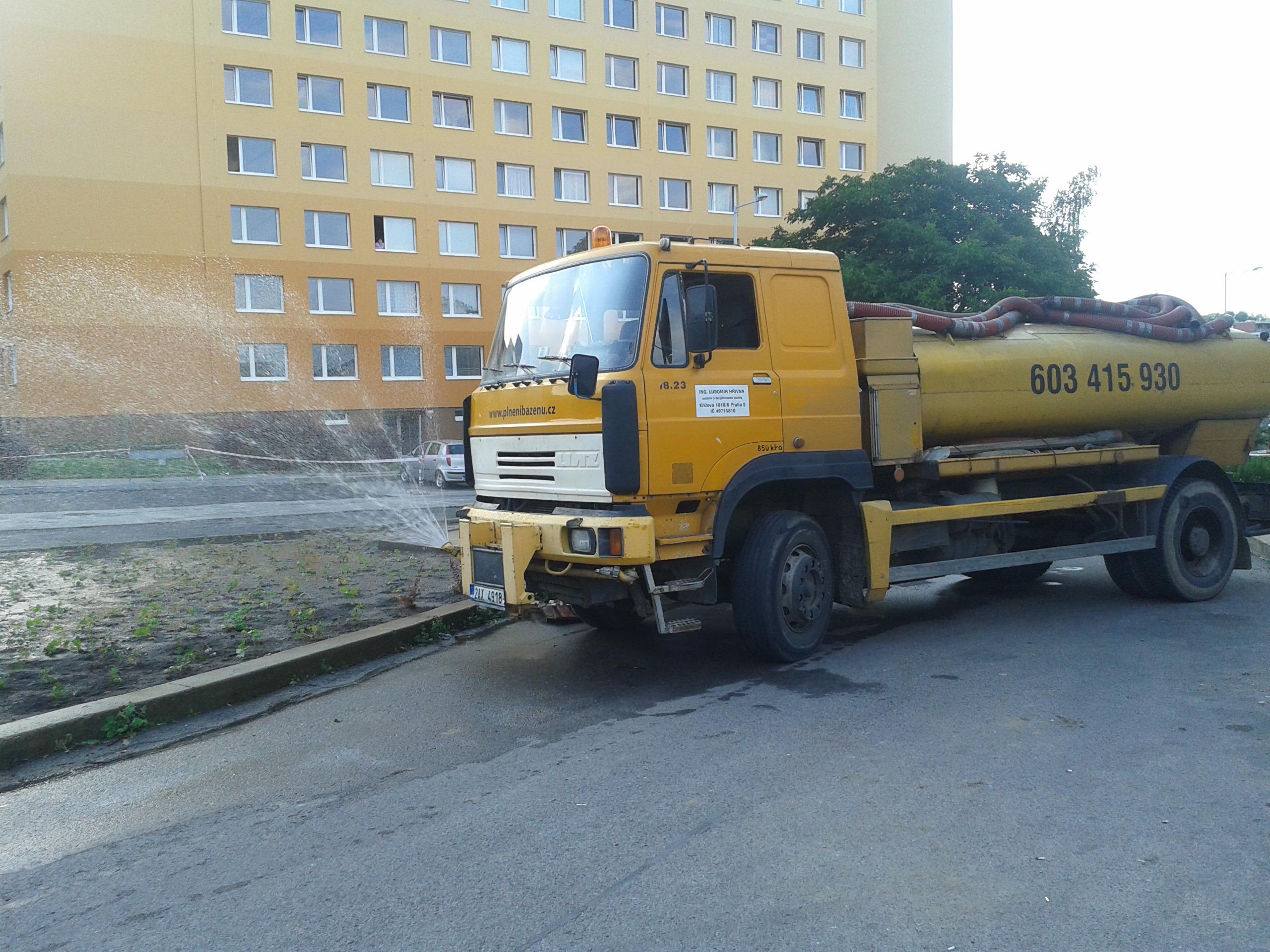 Mytí komunikací Praha