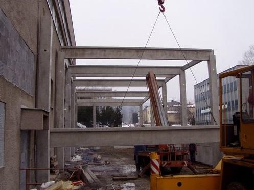 Betonové průmyslové haly stavíme ji od roku 1995.