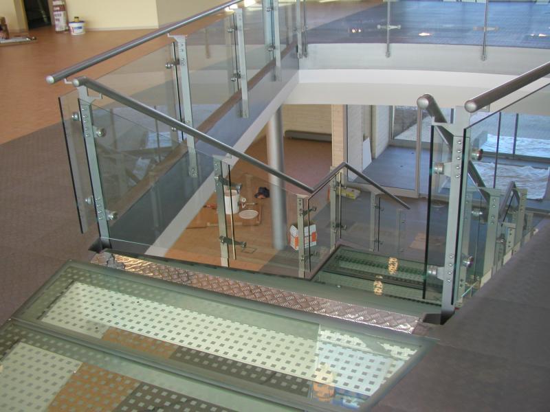 Skleněná zábradlí, schodiště, skleněné markýzy, Praha a okolí
