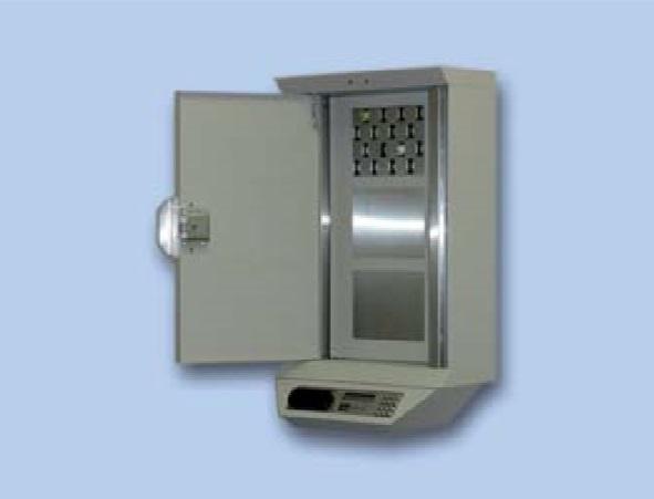 Skříň je chráněná elektricky ovládaným zámkem