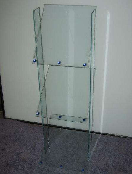 odolné sklo jako materiál pro nábytek