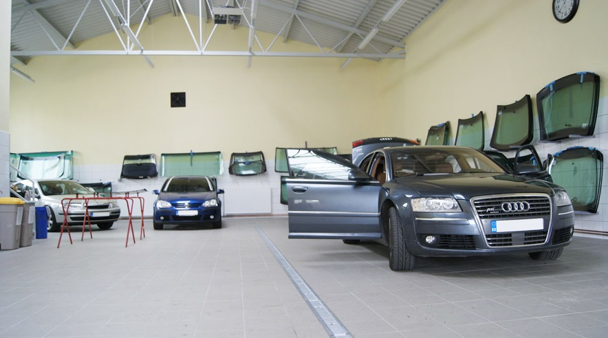 AMT AUTO-SKLA - opravy autoskel rychle a kvalitně.