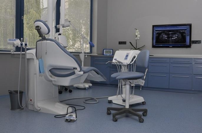 Bielenie zubov a neviditeľný zubný strojček v zubnej ordinácii DENTAL OFFICE H33 Praha