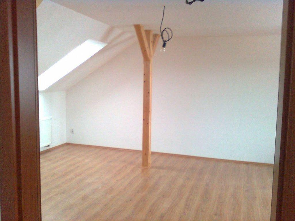 Dřevěné a plovoucí podlahy, pokládka podlah, kvalitní práce Moravský Krumlov!