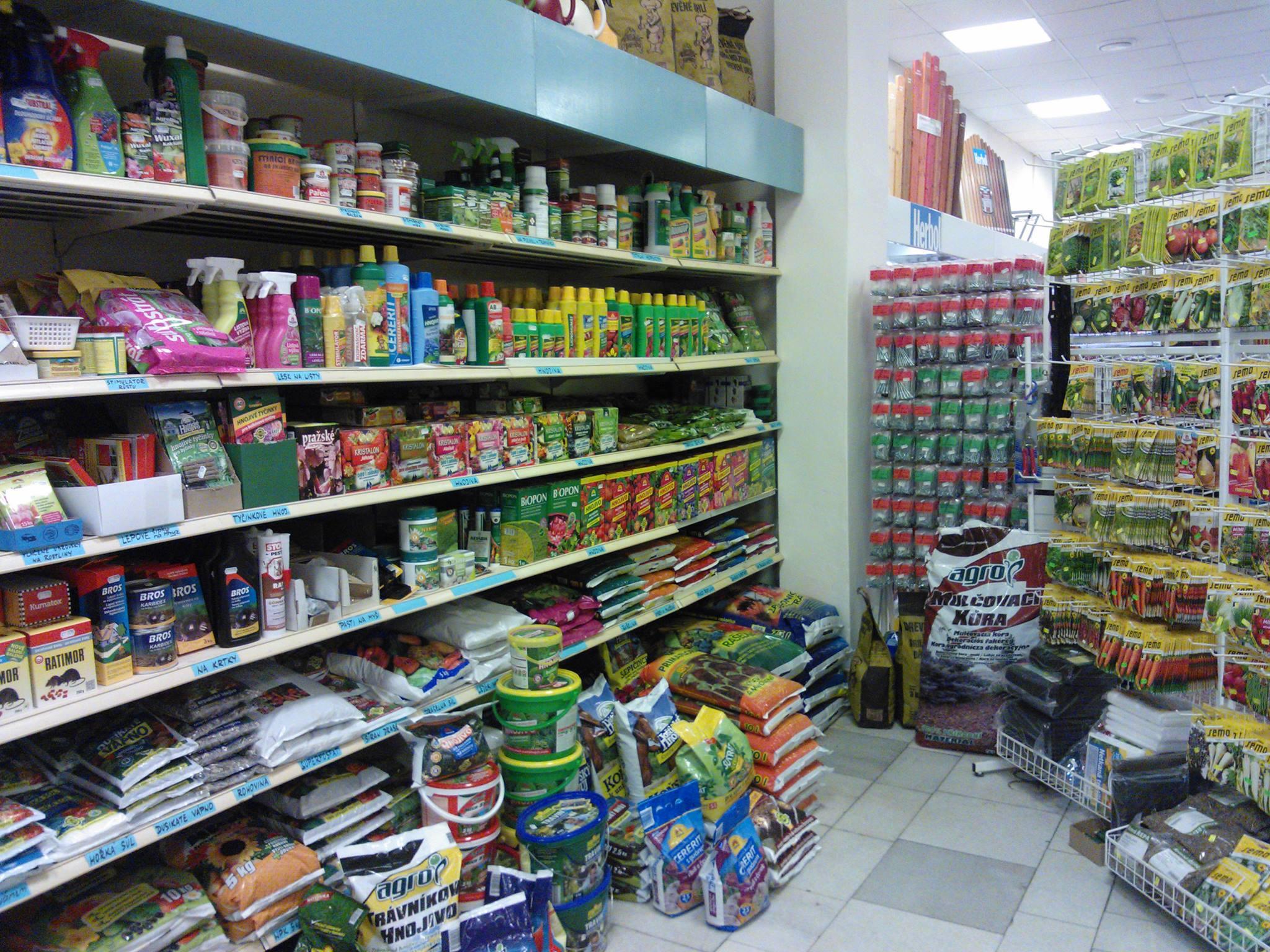 Zahrádkářské potřeby pro jaro – cibule sazečka, postřiky, hnojiva