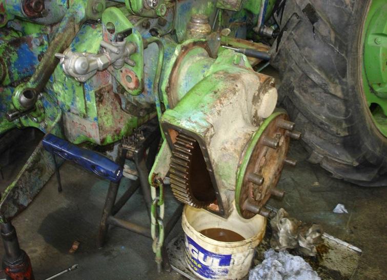 Zajistíme drobné i generální opravy traktorů.
