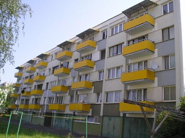 Revitalizace panelových domů - výměna balkonu i zateplení fasády