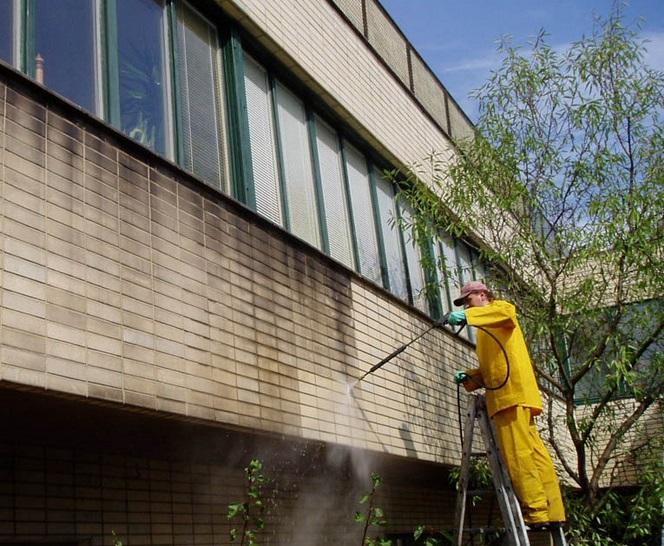 Fasádu vašeho domu zbavíme všech nečistot.