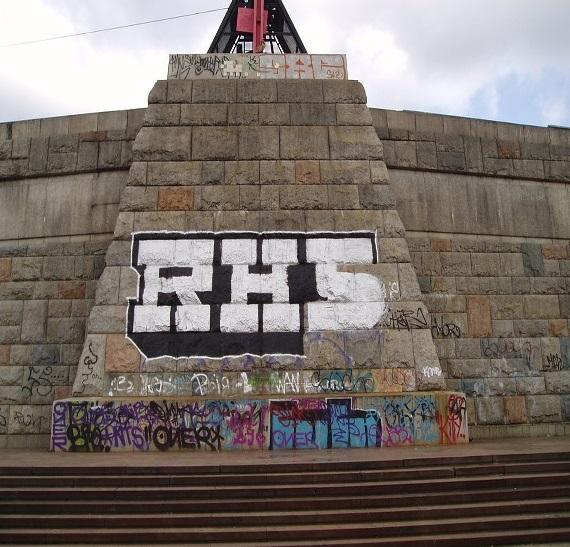 Odstraníme staré nátěry i graffiti.
