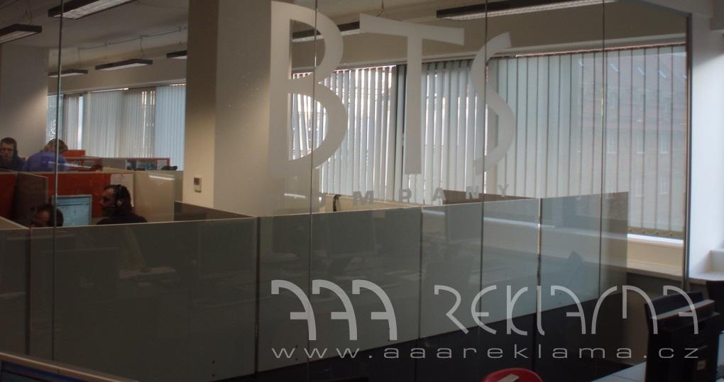 Okenní fólie využijete doma i v kanceláři.