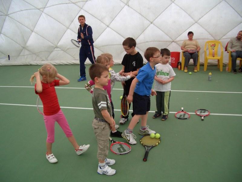 Tenisové příměstské tábory o letních prázdninách, výuka tenisu Zlín