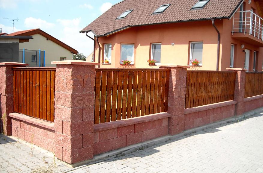 Dřevěné ploty na míru i renovace starých plotů