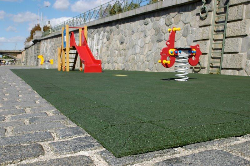 Pryžová dlažba pro dětská hřiště