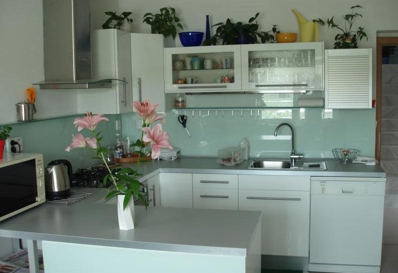 Skleněné obklady kuchyní jsou také odolné proti rozbití.