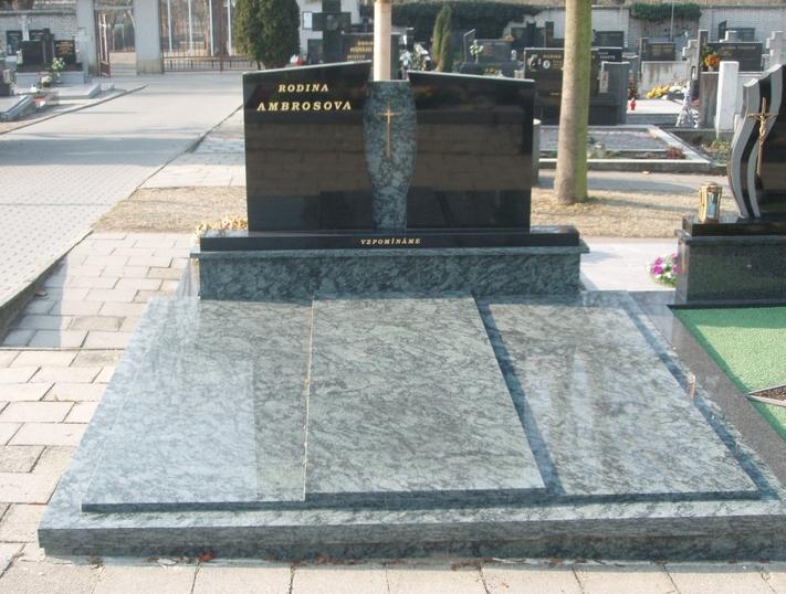 Pomníky, krycí desky, rytí písma-kamenické práce Uherský Brod