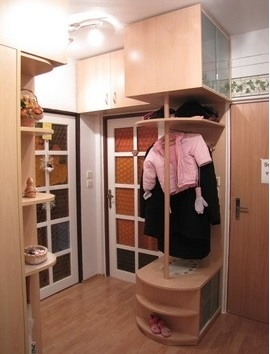 Vestavěné skříně můžete kombinovat se sklem, zrcadly či hliníkem.