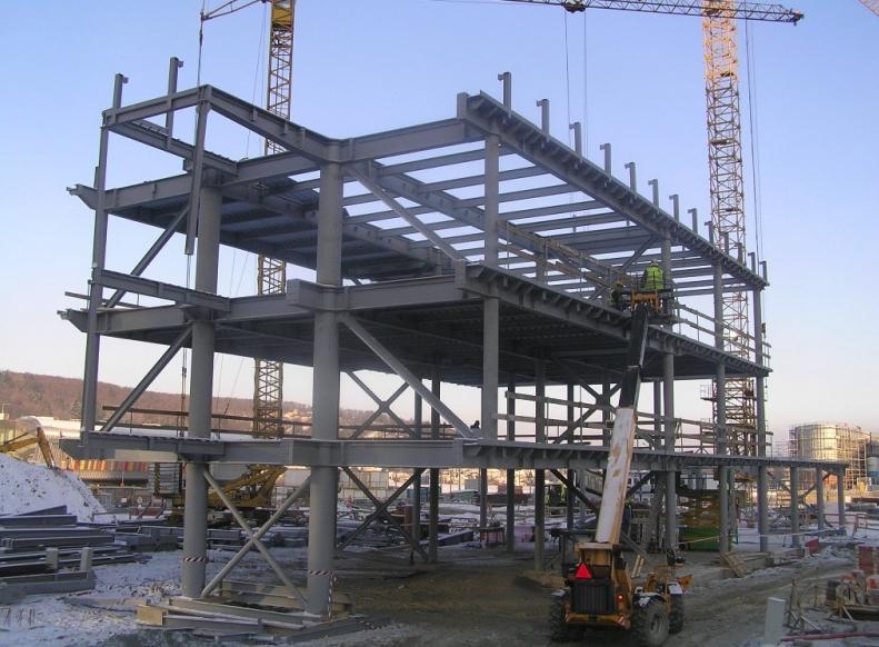 Zakázky dodáváme pro stavebnictví, strojírenství, sklářský a energetický průmysl