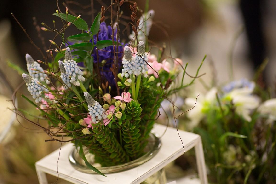Řezané, hrnkové květiny a dekorační předměty pro floristy, květinářství a dárkové obchody