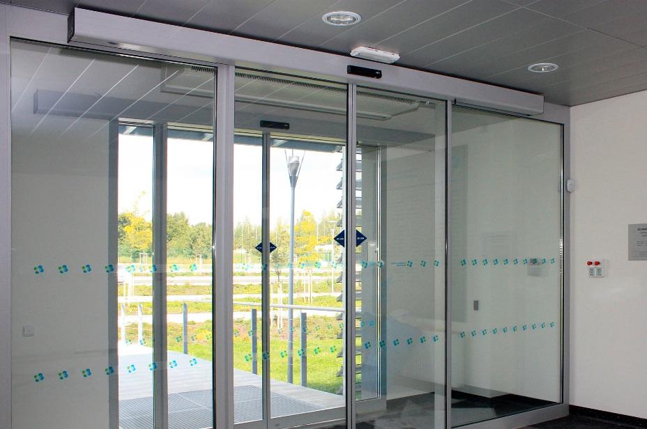 posuvné automatické dveře