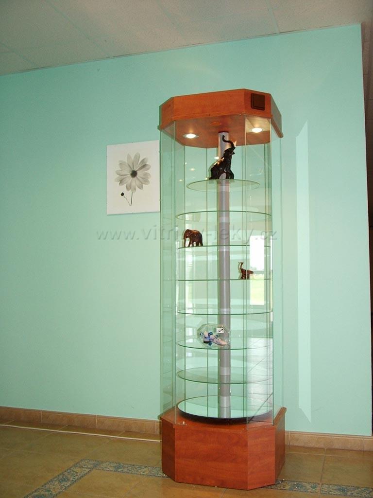 Otočné skleněné vitríny