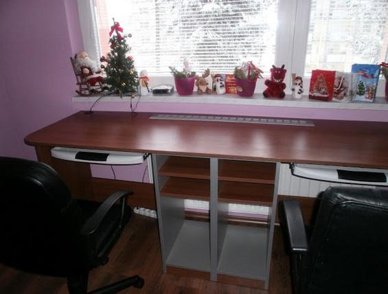 Vybavení dětského pokoje-postele, stoly, vestavěné skříně