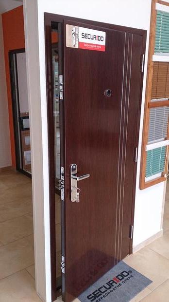 Bezpečnostní vstupní, exteriérové dveře - prodej i montáž
