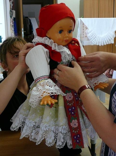 Panenka v kroji Uherské Hradiště, Zlín-výroba, eshop, oprava, krojované panenky