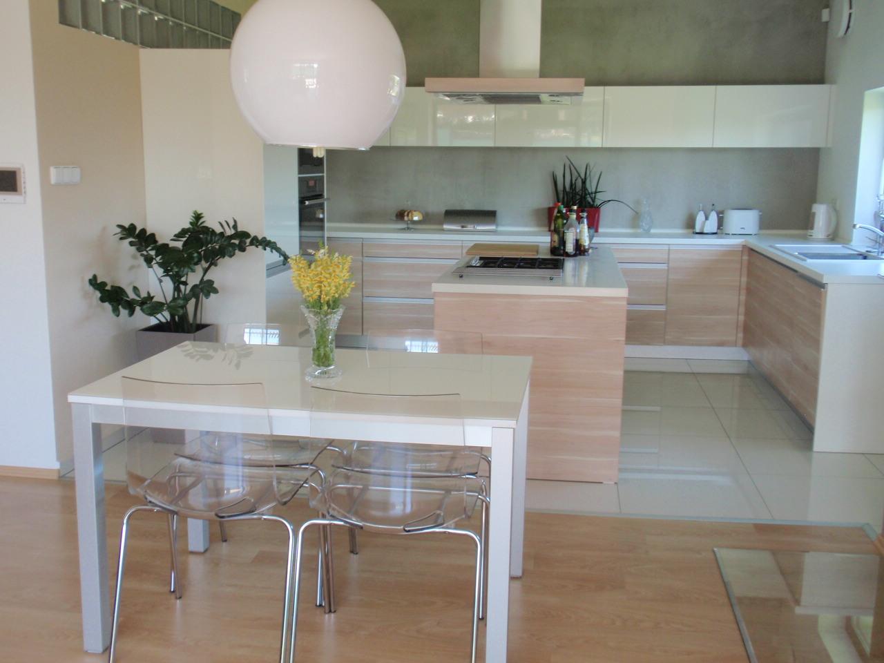 Produktion von Küchenmöbel mit dem hochwertigen Beschlag Tschechien