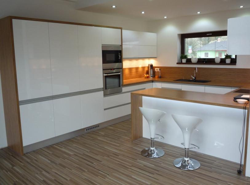 Moderní kuchyňské linky do paneláku i do domu