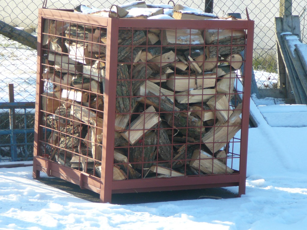 Sale of solid fuels, sawn and chopped fuelwood, logs   The Czech Republic