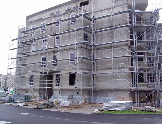 Pojízdné lešení usnadní opravy budov