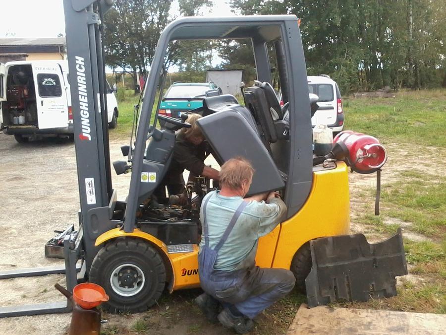 Opravy, prodej a servis vysokozdvižných vozíků a techniky