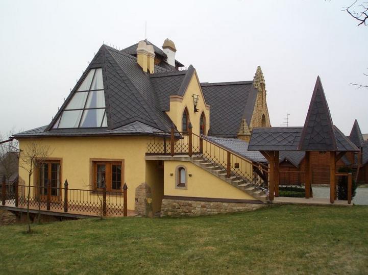 Plastová krytina je vhodná pro netradičně tvarované střechy