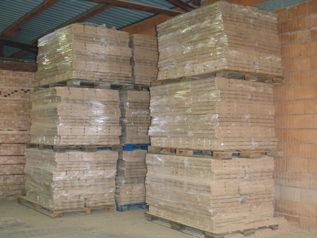 Akce - prodej briket z tvrdého dřeva, bezkonkurenční ceny na trhu