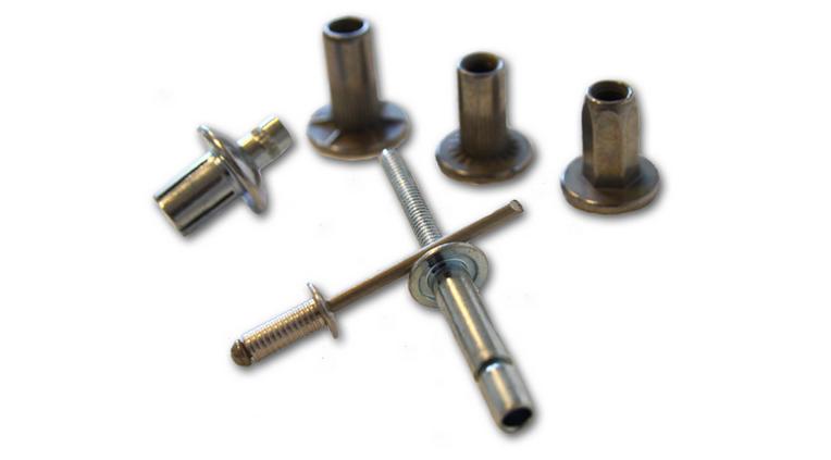 Spojovací materiál pro stavebnictví i automobilový průmysl