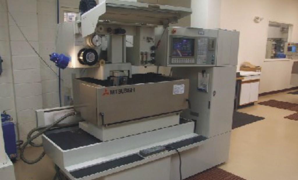 Elektroerozivní řezání, obrábění pomocí kvalitního stroje