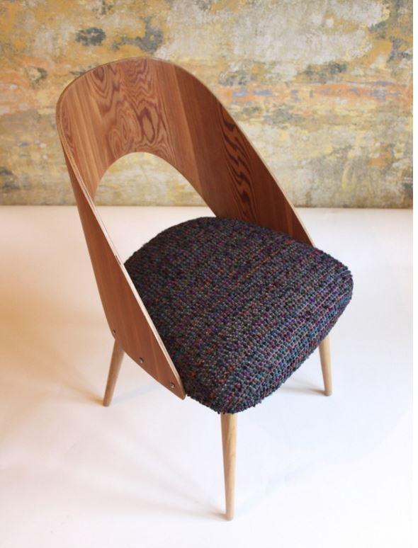 Originální židle v retro stylu Praha - umělecký sedací nábytek do interiéru