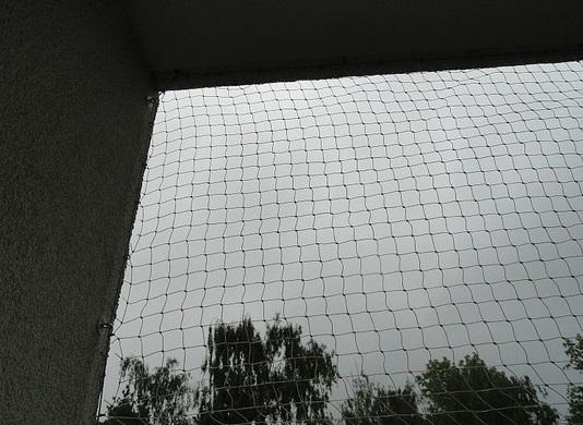 montáž ochranné sítě na lodžie