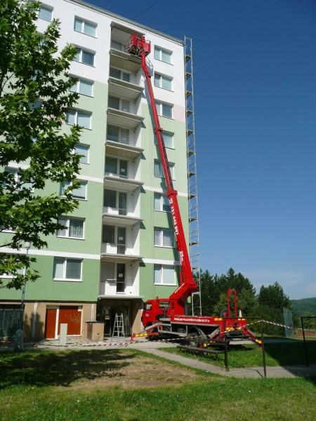pracovní  plošina na automobilovém podvozku Brno