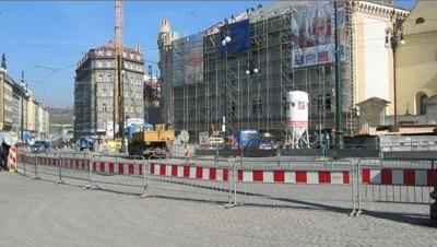 Oplocení pro vaši stavbu - ocelový plot, mobilní zábrany i plastová svodidla | Praha