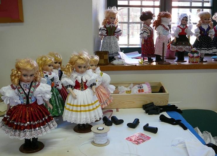 Puppe in Tracht Mährische Slowakei, CZ Produktion, E Shop, Trachtenpuppen Tschechische Republik