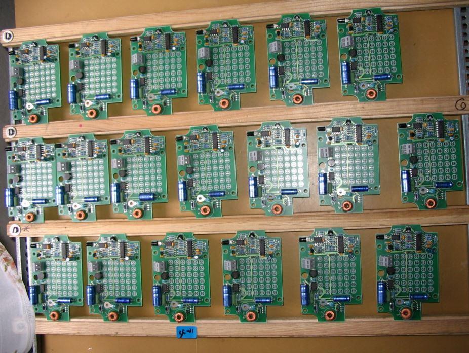 Osazování plošných spojů – montáž elektronických přístrojů