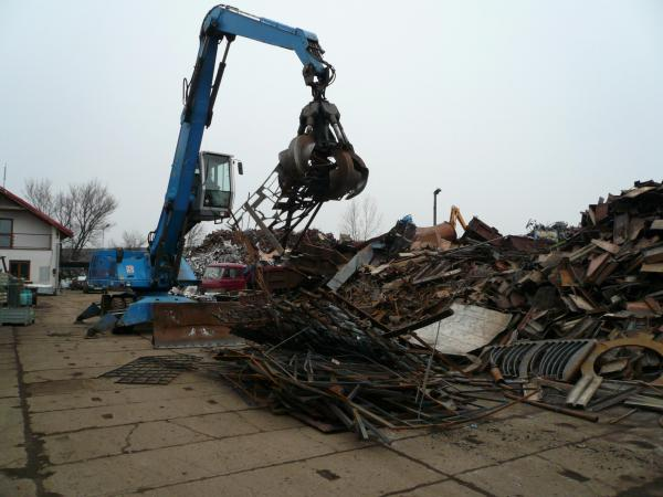 Zpracování kovových odpadů stříháním, paketováním, pálením, kovošrot, výkup